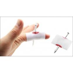 Clavo en el dedo - clavo pequeño (nail through finger)